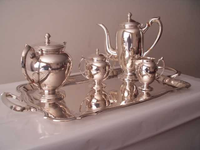 Restauração de Pratarias: Banho de metais para objetos de adorno de interiores, talheres, jarras, samovares, rechaud´s, etc.